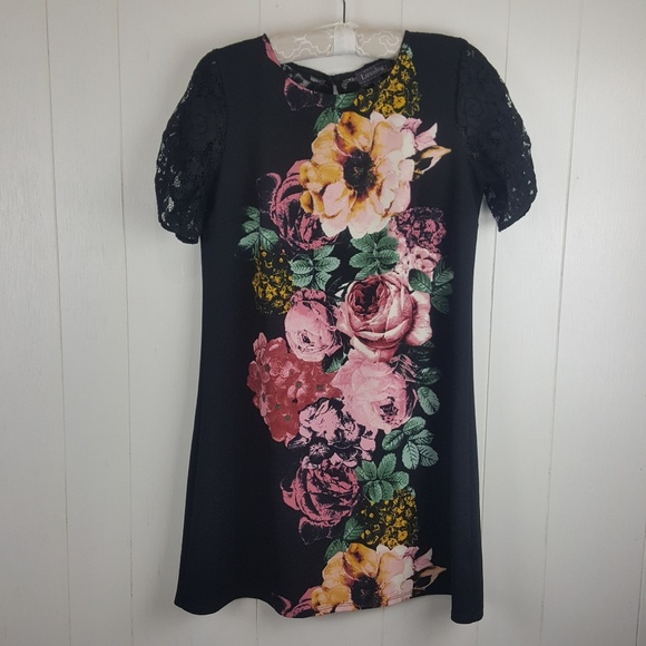 Luxology Dresses & Skirts - Beautiful floral dress